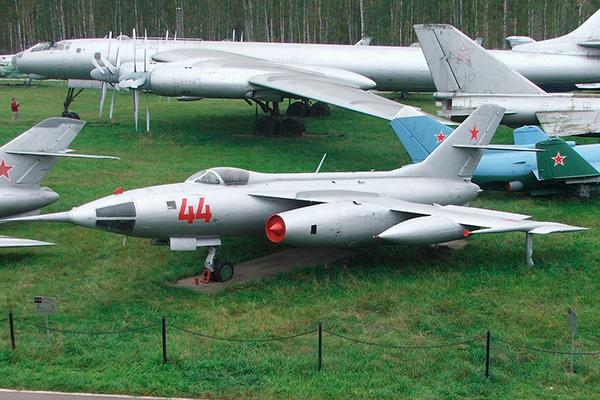 Як-28Л — бомбардировщик с двигателями Р-11АФ2-300
