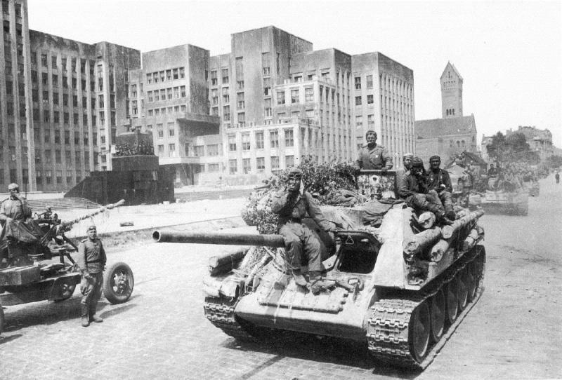 СУ-85 - самоходно-артиллерийская установка