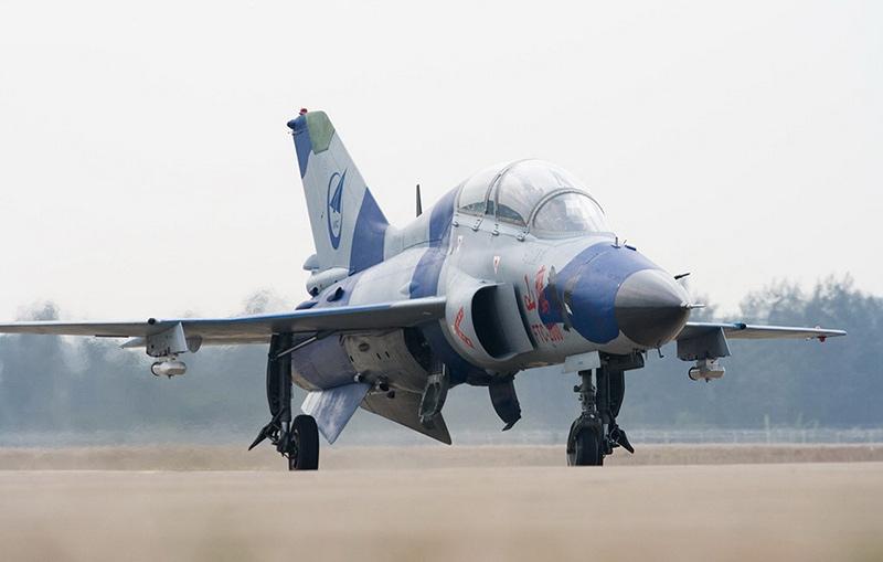 Учебно-тренировачный самолет морского базирования JL-9G