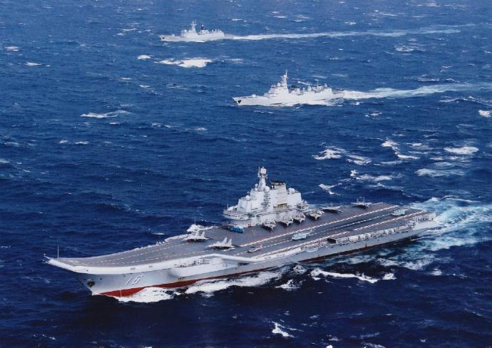 Авианосец «Ляонин» с кораблями охранения в походе, декабрь 2016 года