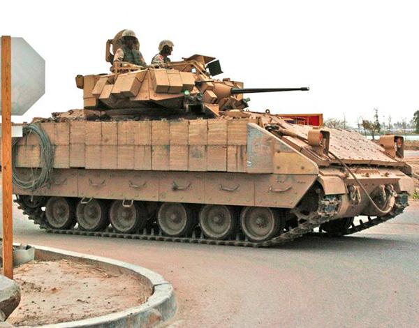 БМП M2A2 'Брэдли' с динамической защитой