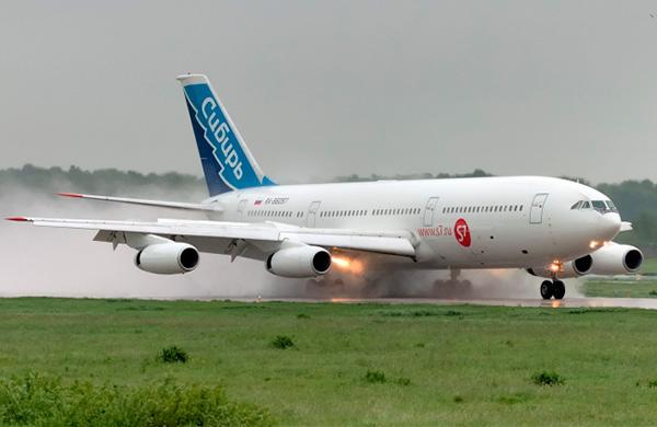 Посадка Ил-86 авиакомпании 'Сибирь'