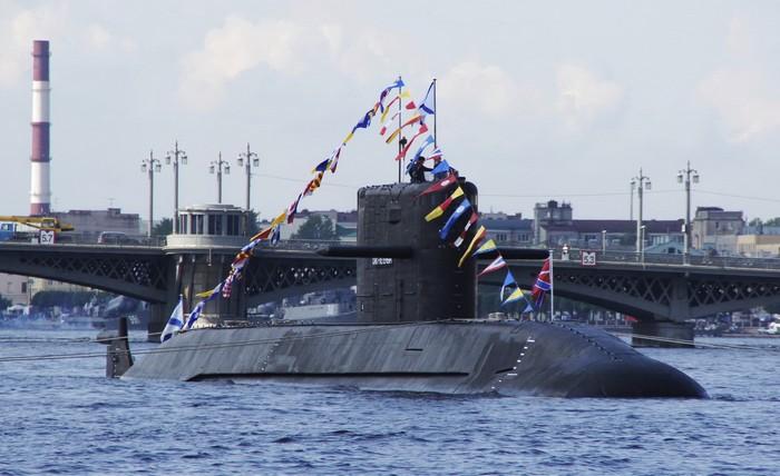 Подводная лодка проекта 677 «Лада» - фото с парада