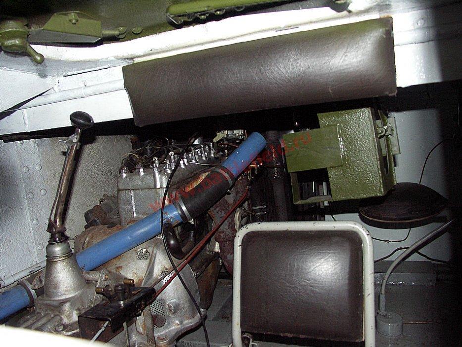 Легкий <a href='https://arsenal-info.ru/b/book/780549543/3' target='_self'>танк Т-60</a>. Вид справа от механика-водителя