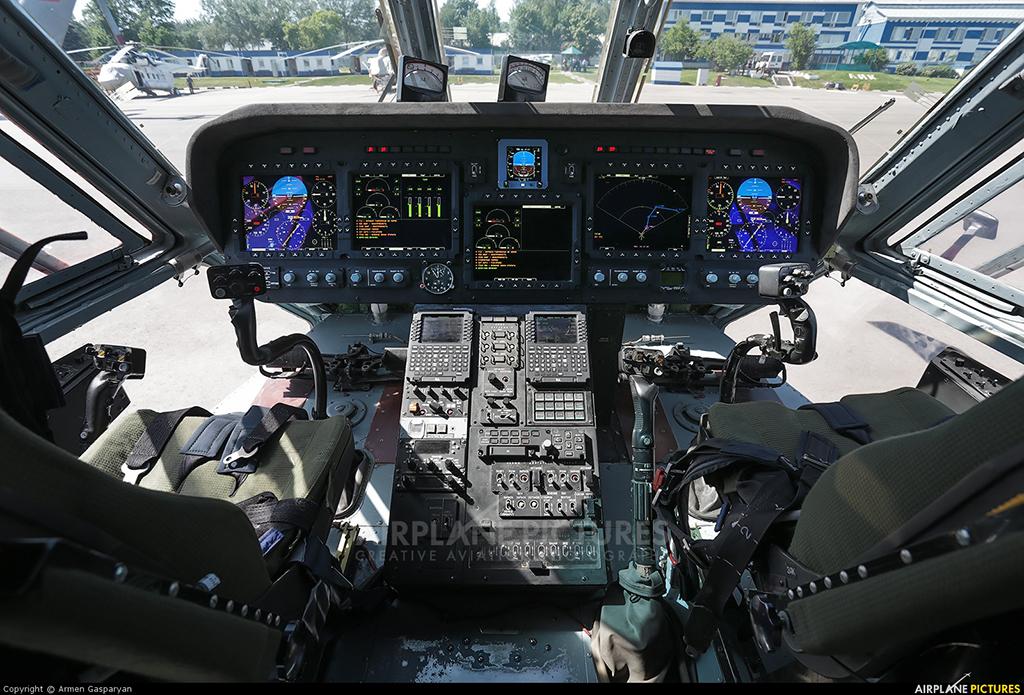 Кабина пилотов Ми-38