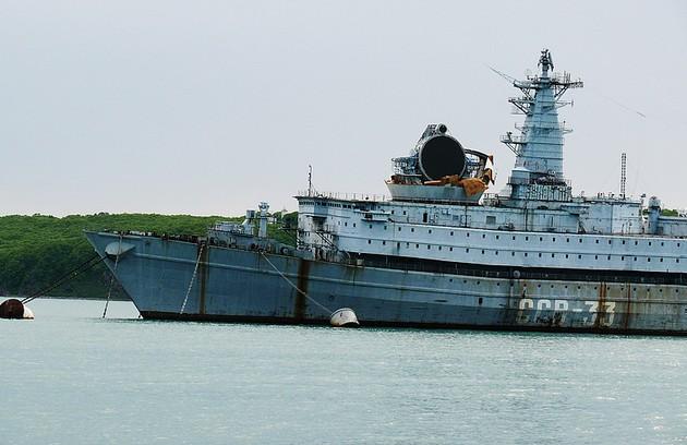 Фото корабля ССВ-33 «Урал» с антенной РЛС «Атолл» без защитного корпуса
