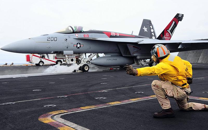 F/A-18 Хорнет - американский палубный истребитель-бомбардировщик