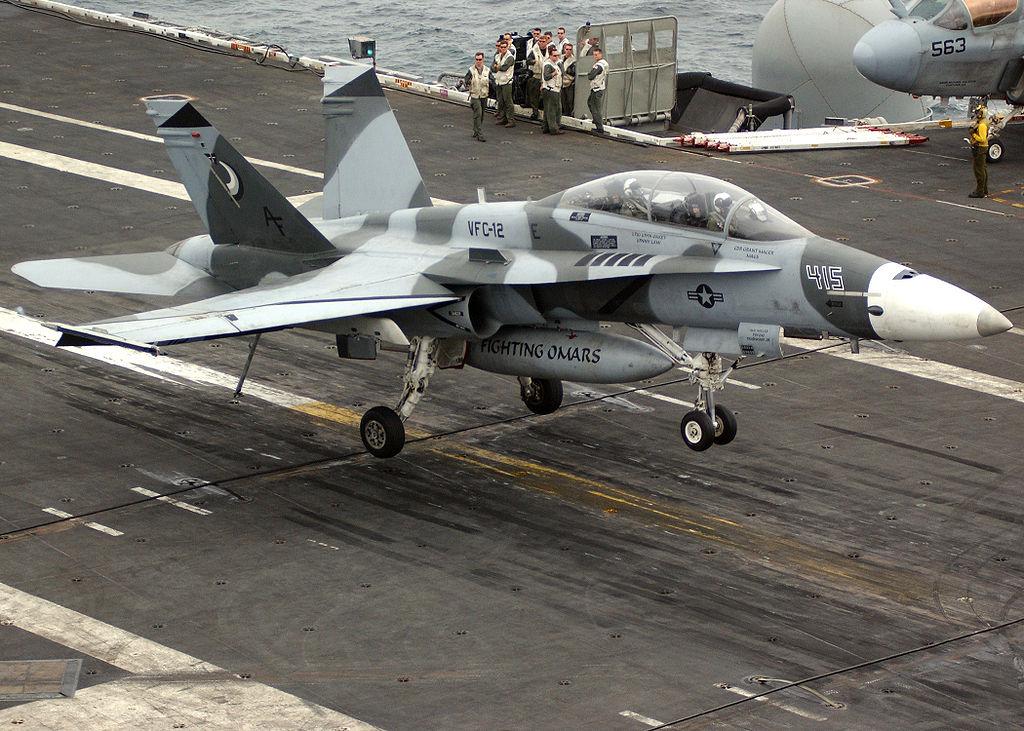 Посадка F/A-18B Hornet на авианосце Рональд Рейган