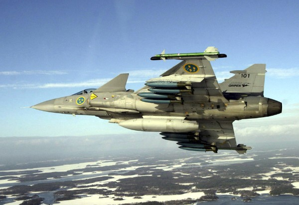 Сааб JAS 39 «Грипен» - шведский истребитель