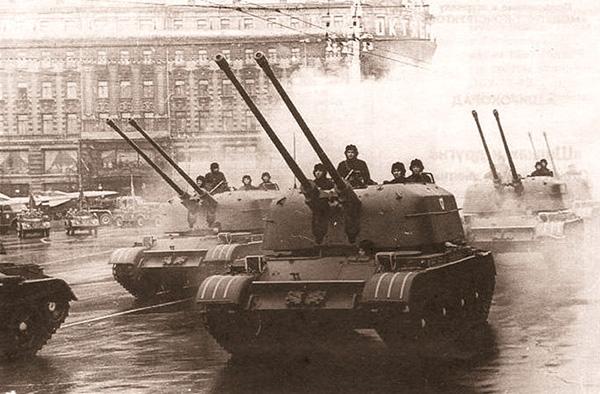 ЗСУ-57-2 на параде 'Октябрьской революции'