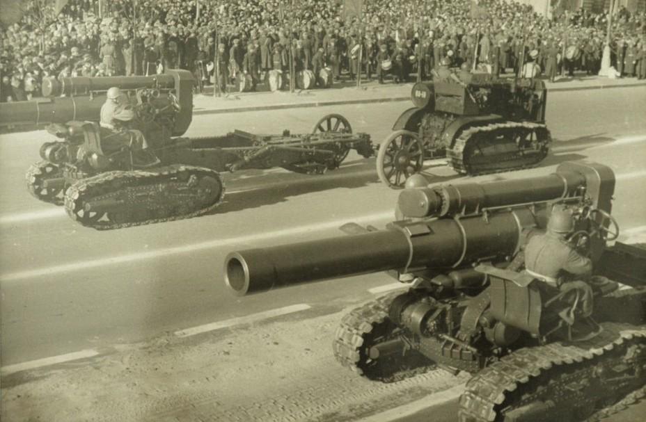 Мортиры Бр-5 на послевоенных парадах в Украине. Киев, 1945 год