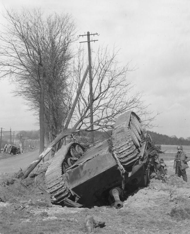 Немецкая тяжелая САУ «Ягдпантера» («Jagdpanther»), уничтоженная в результате воздушной атаки вблизи Альтенкирхена