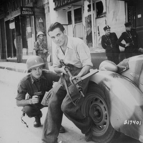 Французский боец сопротивления с STEN Mark 2