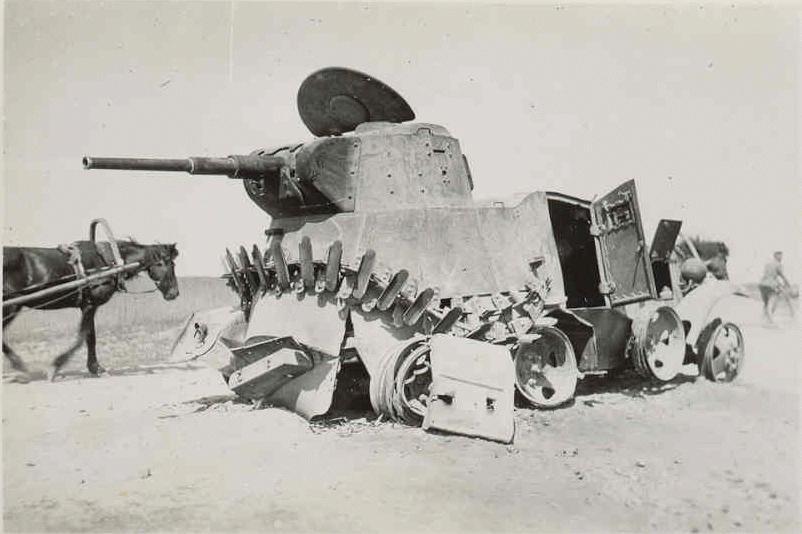 Полностью сгоревший БА-10. Украина, июнь 1941