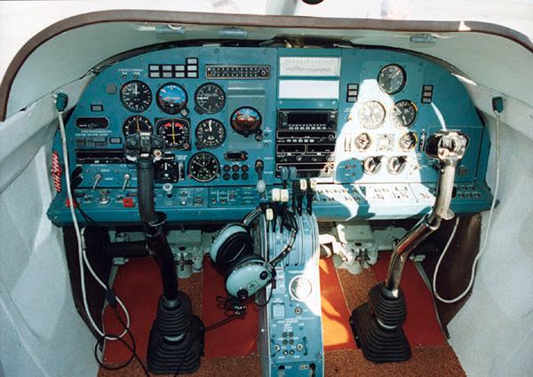 Кабина пилотов Бе-103