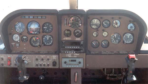 Приборная панель самолета Ил-103