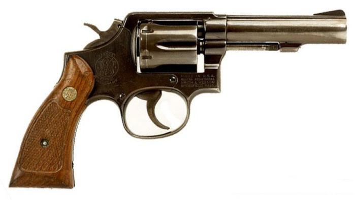 Револьвер Смит-Вессон М.13 – усиленный Милитари энд Полис с толстым стволом, приспособленный под более мощный патрон .357 Магнум