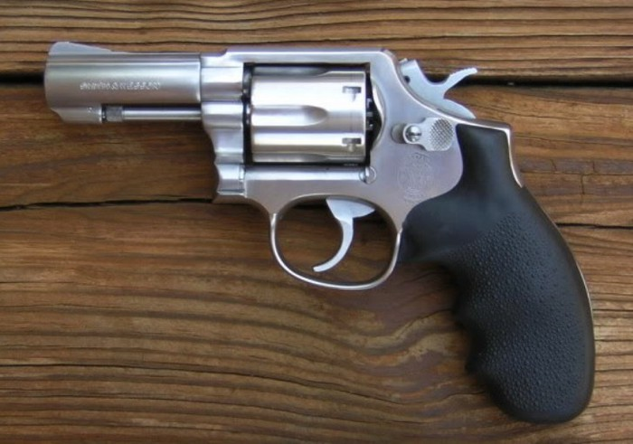 Револьвер Смит-Вессон М.65 – классический Милитари энд Полис, но изготовленный из «нержавейки» и усиленный мощными патронами .357 Магнум