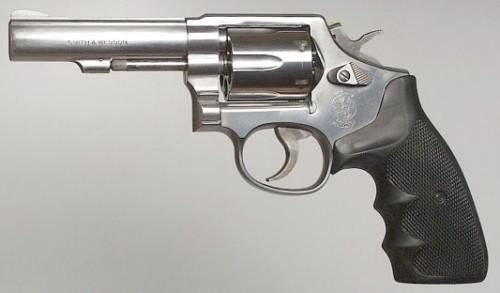 Револьвер Smith & Wession Model 64 .38Spl - вариант модели 10 из нержавеющей стали (модель 65 калибра .357Magnum выглядит так же)