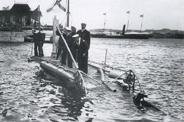Спуск на воду подводной лодки «Дельфин»