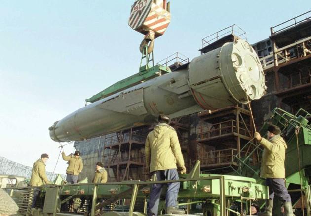 Выгрузка ракет 3М45 Гранит' с ПЛАРК 'Курск' пр.949А