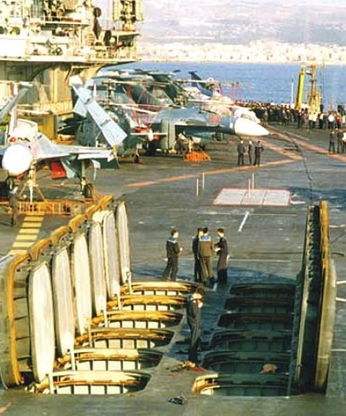 Пусковые установки СМ-233А ПКР 'Гранит' на ТАКР пр.1143.5