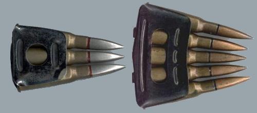 Снаряженные пачки для винтовок и карабинов Бертье до 1915 года (слева) и 1916 года (справа)