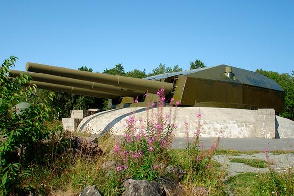 Снятые с линкора 'Гнейзенау' орудия