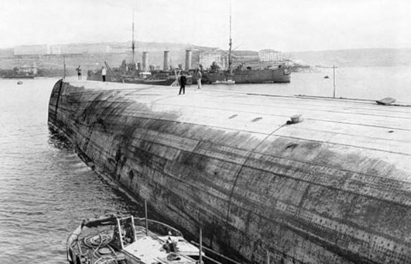 Поднятие затонувшего линкора 'Императрица Мария'