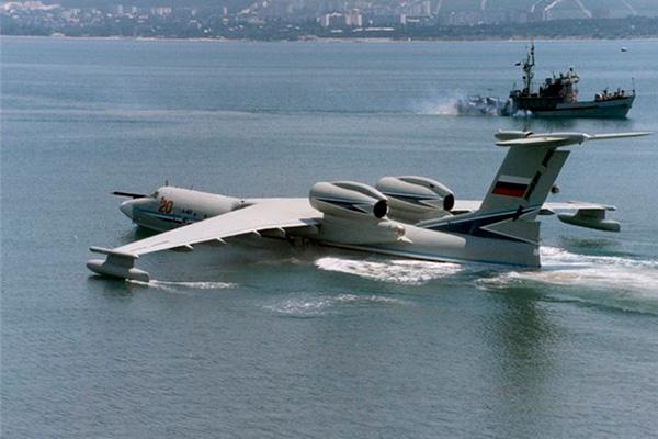 А-40 'Альбатрос' на черном море - вид сзади