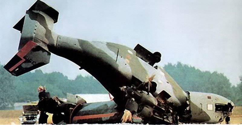 В катастрофе V-22 8 апреля 2000 г. погибли 19 человек