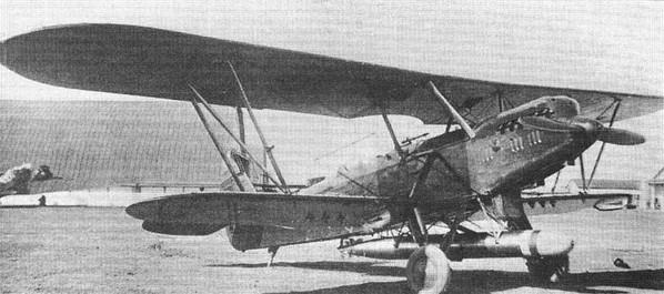 Самолет Р-5Т с торпедой