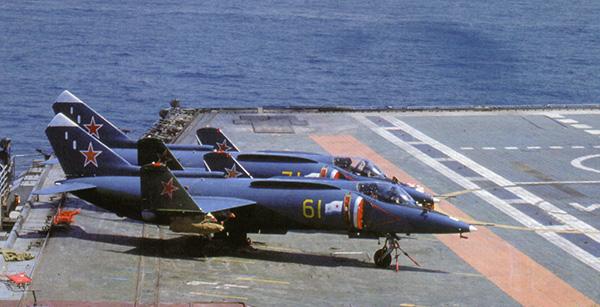 Як-38 со сложенными крыльями