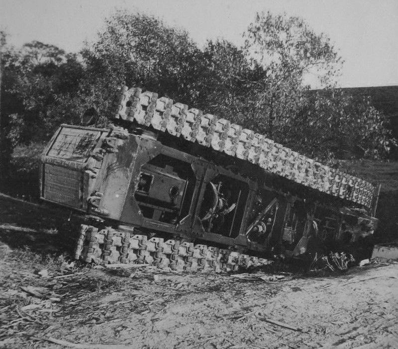Захваченные немцами артиллерийские тягачи 'Коминтерн'