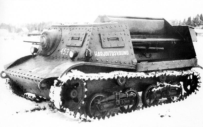 Трофейный советский артиллерийский тягач А-20 «Комсомолец» образца 1937 года в финской армии, используемый в качестве учебной машины