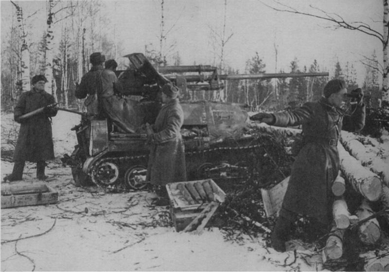 САУ ЗиС-30 (57-мм <a href='https://arsenal-info.ru/b/book/1671492103/2' target='_self'>противотанковое орудие</a> ЗиС-2 на базе артиллерийского тягача А-20 «Комсомолец») на огневой позиции