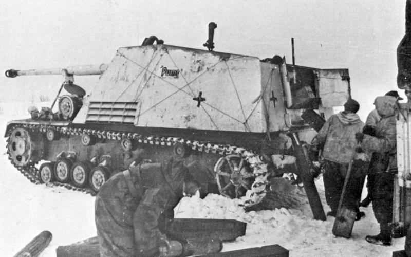 88-мм тяжелая противотанковая САУ «Хорниссе» (Шершень) с собственным именем «Пума» (Puma). Принадлежит 519-му танкоистребительному дивизиону. Белоруссия, район Витебска. С 27 января 1944 года «Хорниссе» стали обозначаться «Насхорн» (Носорог)