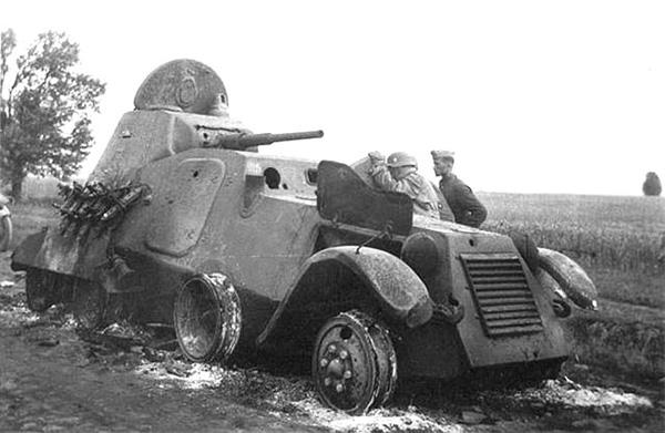 Сожженный своим экипажем БА-11