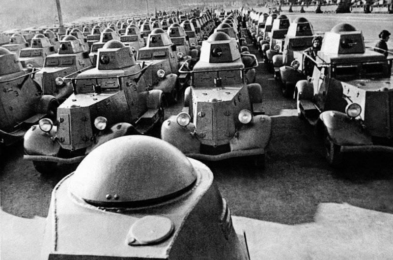 Легкие бронеавтомобили БА-20 перед отправкой на фронт