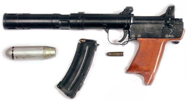 Бесшумный гранатомет БС-1Мкомплекса 'Канарейка': собственно гранатомет, 30мм граната,вышибной патрон и магазин для вышибных патронов.