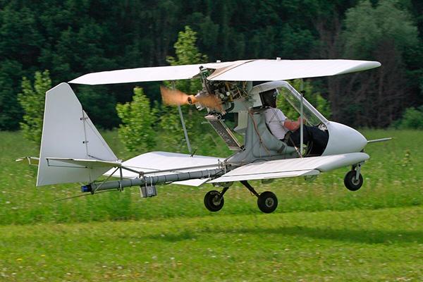 Взлет с поля Авиатика-МАИ-890
