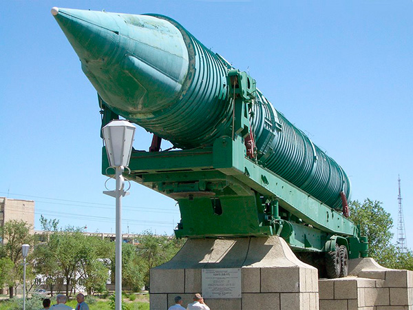 МР УР-100 (15А15), МР УР-100УТТХ (15А16) - баллистическая ракета