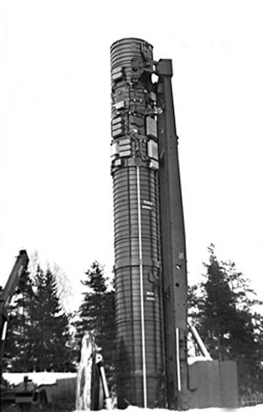 Фото установки ракеты МР УР-100