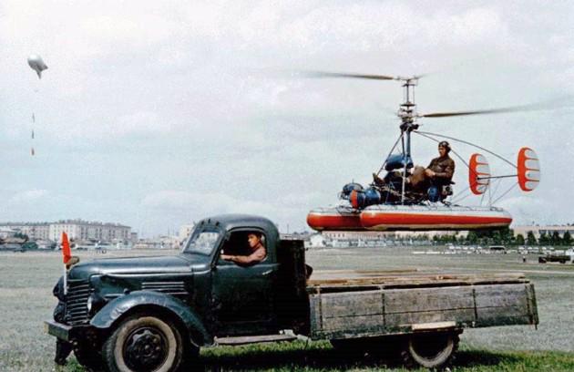 Вертолет Ка-10 - фото взлета с грузовой машины
