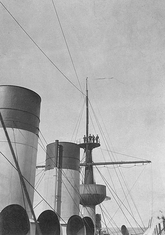Эскадренный броненосец 'Пересвет'. Фок-мачта, носовая и средняя трубы