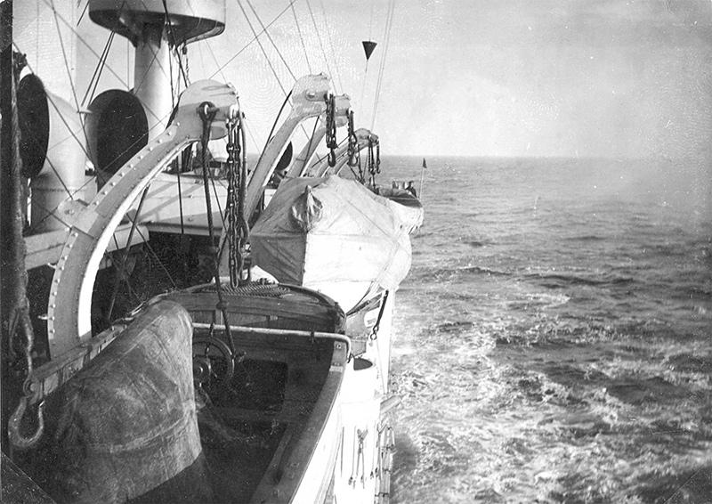 Эскадренный броненосец 'Пересвет' в открытом море