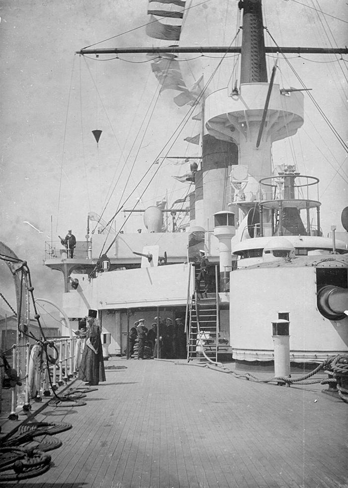 Эскадренный броненосец 'Пересвет'. Вид с кормы на левый борт