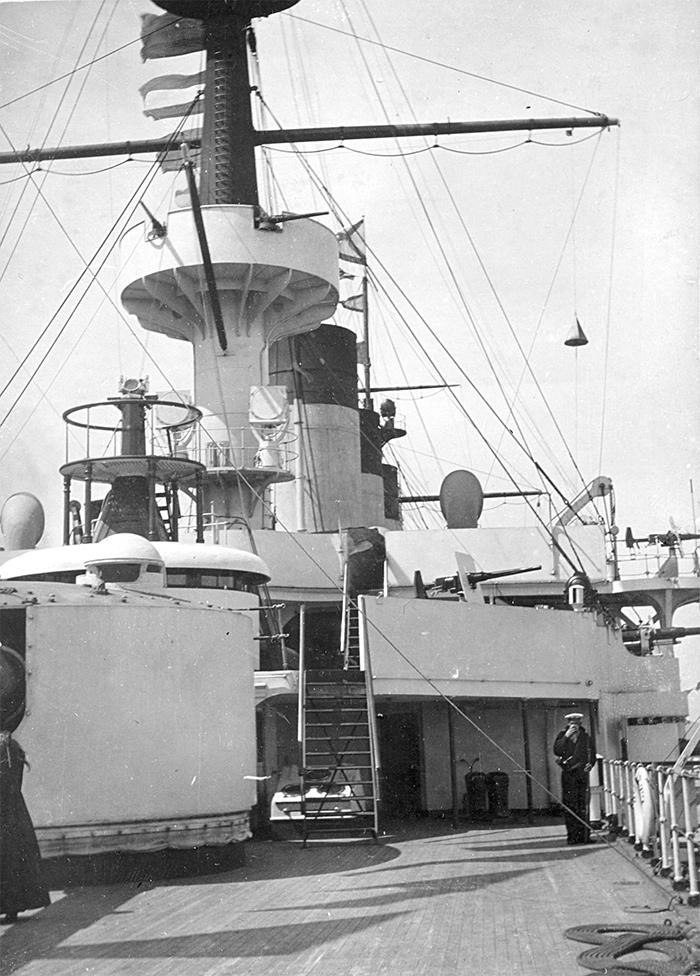 Эскадренный броненосец 'Пересвет'. Вид с кормы на правый борт