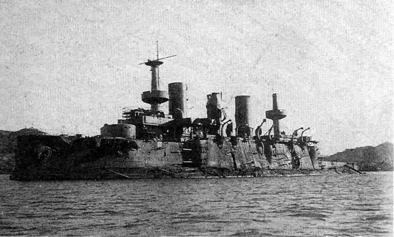 Броненосец «Пересвет» затопленный в Западном бассейне порт-Артура декабрь 1904 г.