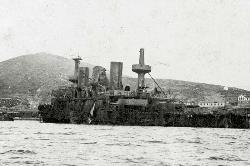 Затопленный эскадренный броненосец 'Пересвет'
